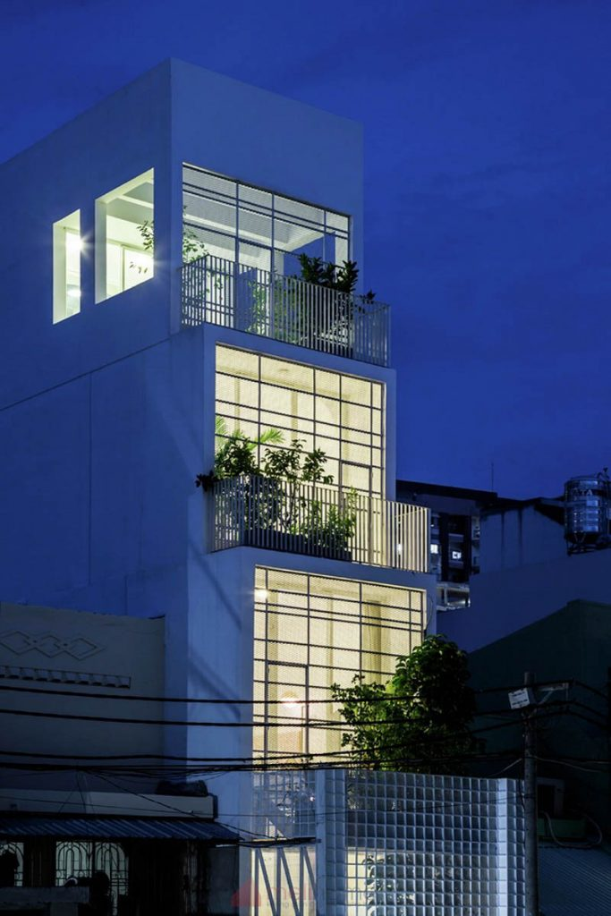 House 304 Ngôi nhà phố đẹp 40m2 với giếng trời đầy nắng 5 683x1024 - House 304: Ngôi nhà phố đẹp 40m2 với giếng trời đầy nắng