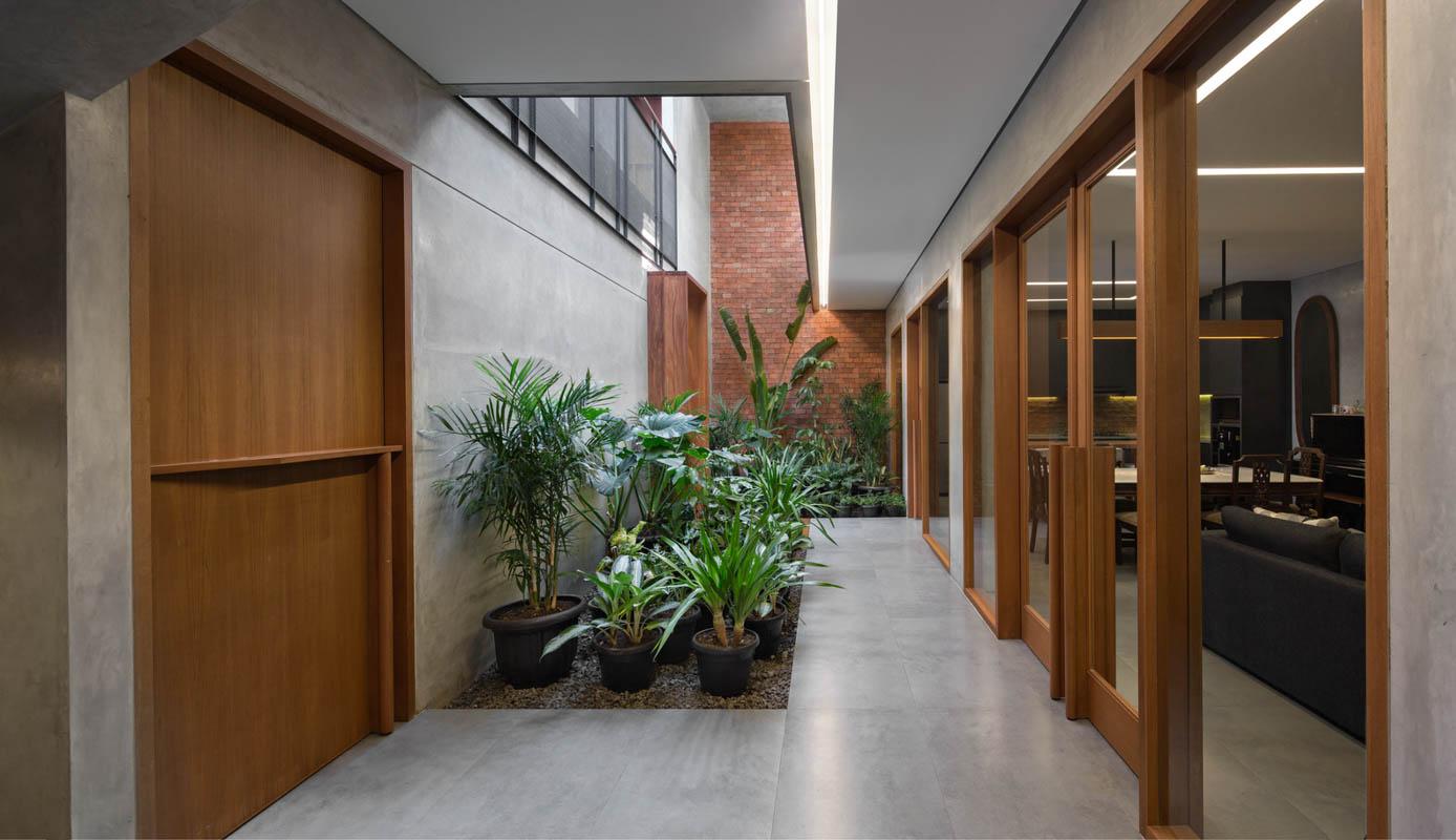 Rumah Beton House ngôi nhà phố đẹp với sự riêng tư tối đa 10 - Rumah Beton House: mẫu thiết kế nhà phố đẹp với sự riêng tư tối đa