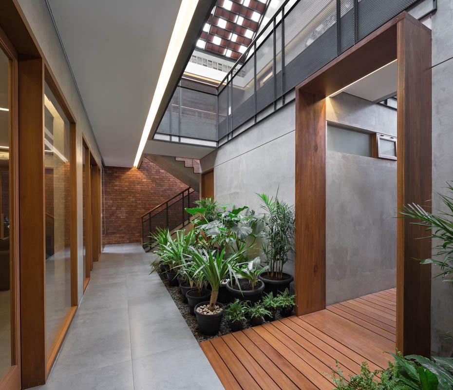 Rumah Beton House ngôi nhà phố đẹp với sự riêng tư tối đa 13 - Rumah Beton House: mẫu thiết kế nhà phố đẹp với sự riêng tư tối đa