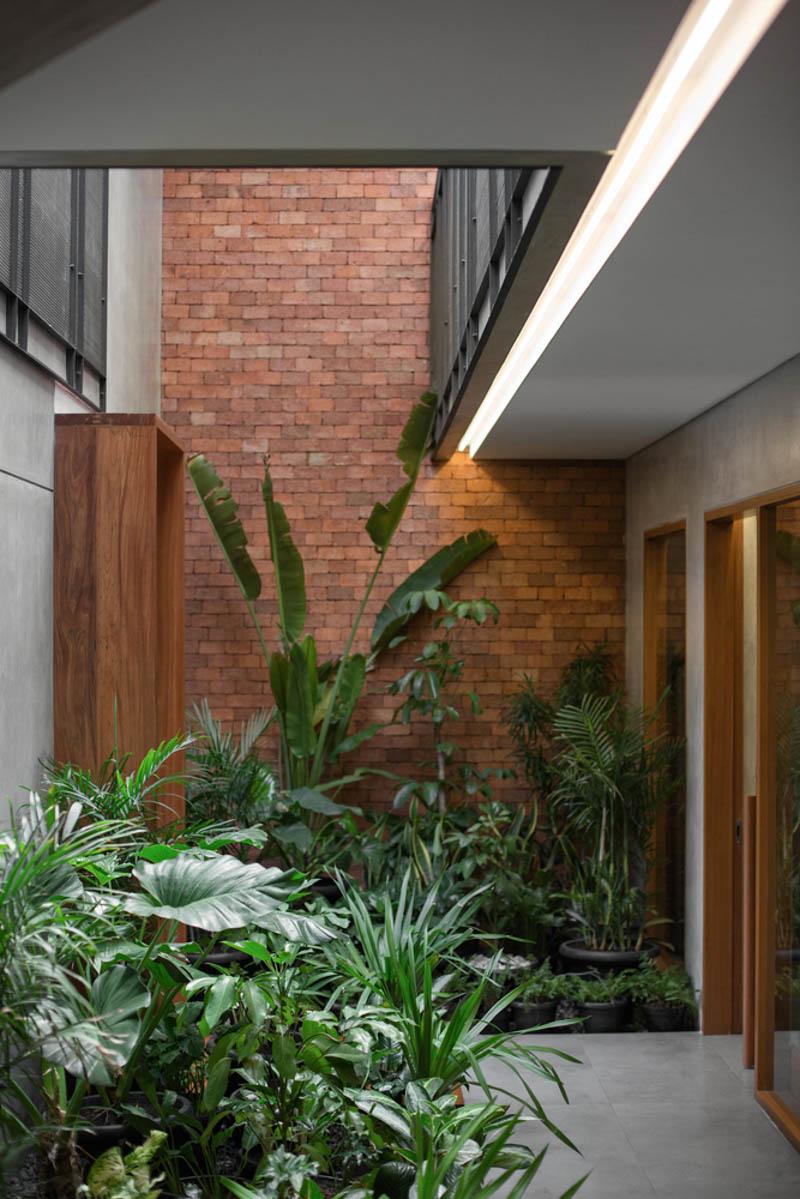 Rumah Beton House ngôi nhà phố đẹp với sự riêng tư tối đa 16 - Rumah Beton House: mẫu thiết kế nhà phố đẹp với sự riêng tư tối đa