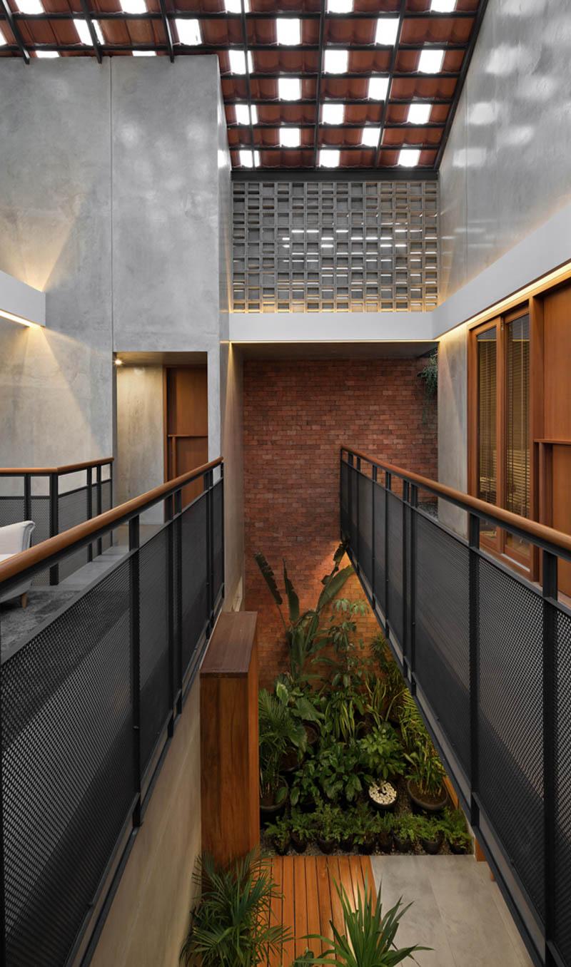 Rumah Beton House ngôi nhà phố đẹp với sự riêng tư tối đa 24 - Rumah Beton House: mẫu thiết kế nhà phố đẹp với sự riêng tư tối đa
